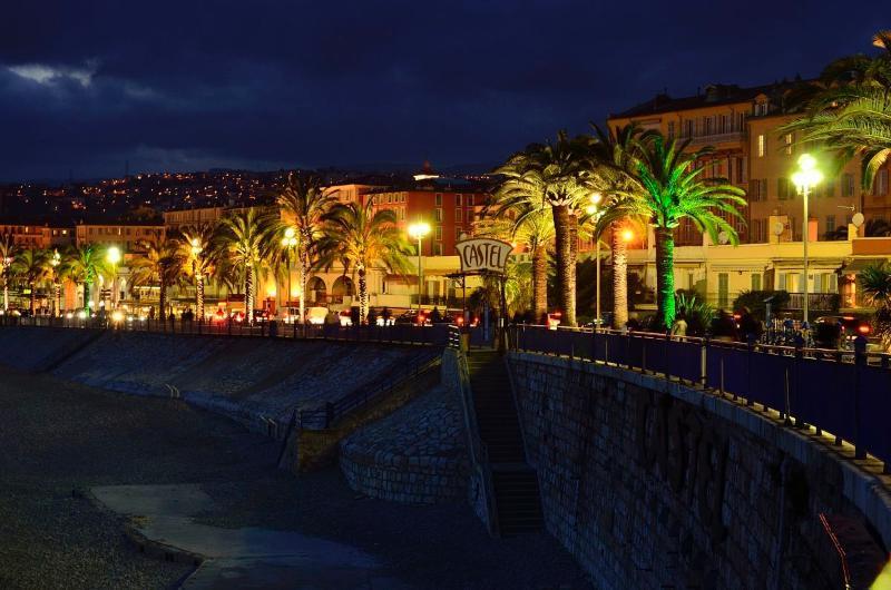 BIEN por la noche, Promenade des Anglais, 80 m