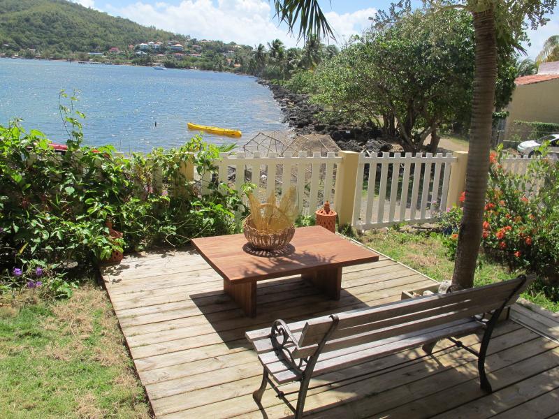 F2 du Soleil les pieds dans l'eau, wifi et kayak gratuit, vacation rental in La Trinite