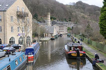 Take a barge cruise for a great day out. Fancy yourself as a sailor hire one yourself!