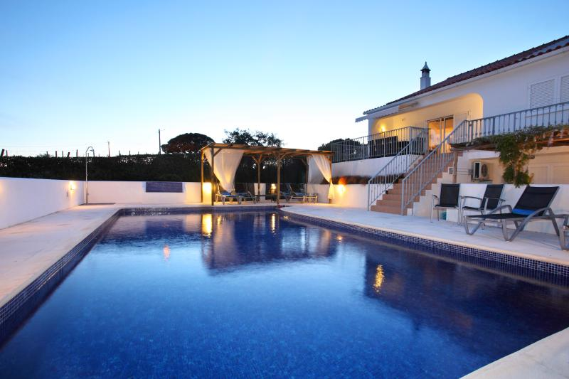 SPECIAL LAST MINUTE OFFERSluxury cottage Os Pinheiros in  GUIA with private pool – semesterbostad i Guia