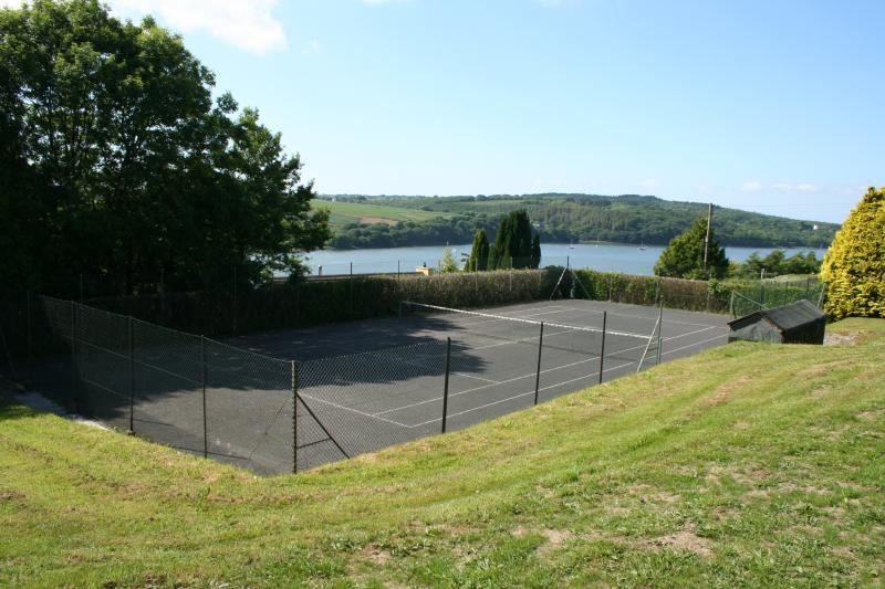 Tennis court and pavilion - Pimms anyone ?