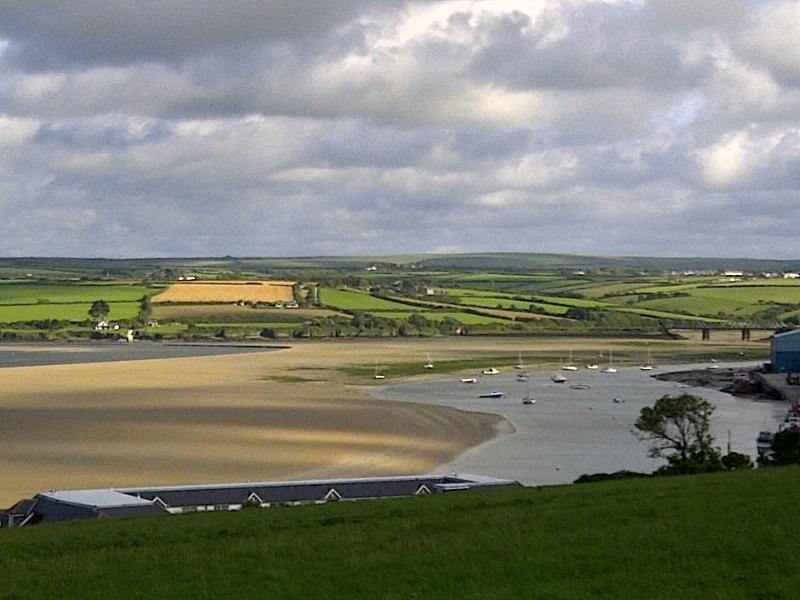 Local view 5 min walk awayfrom the property, looking up river when tide is out.