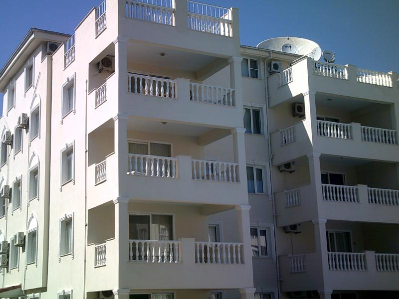 royal marina first floor apartment in the pic