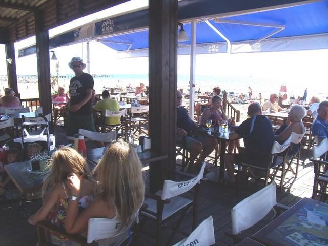 O nosso bar de praia popular Shanty fornece livre retorno shuttle e praia espreguiçadeiras em qualquer hora do dia