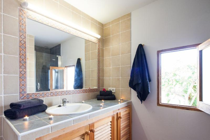 Bathroom in the independent apartment, with view out to the pool area