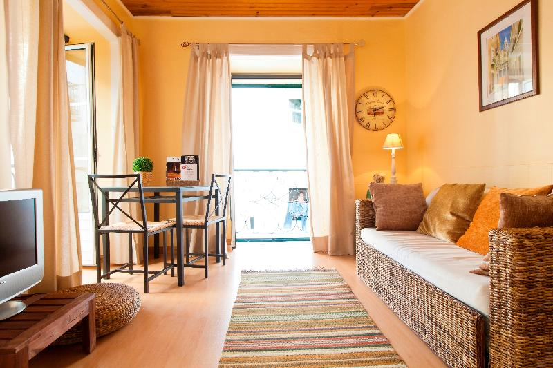 Central Apartment in Vibrant Bairro Alto, holiday rental in Montijo