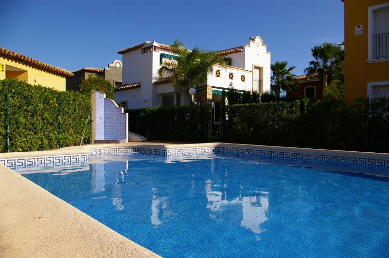 4, Los Gladiolos - lovely villa, near marina, walking distance to Denia centre., location de vacances à Denia