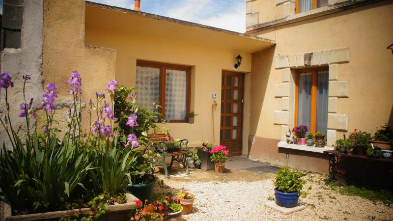 Les Trois Puits, vacation rental in La Chapelle-Gaudin