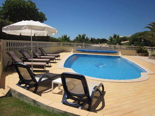PARQUE DA FLORESTA VILLA WITH LARGE HEATED SOUTHFACING POOL- CASA LEO, casa vacanza a Barao de Sao Miguel