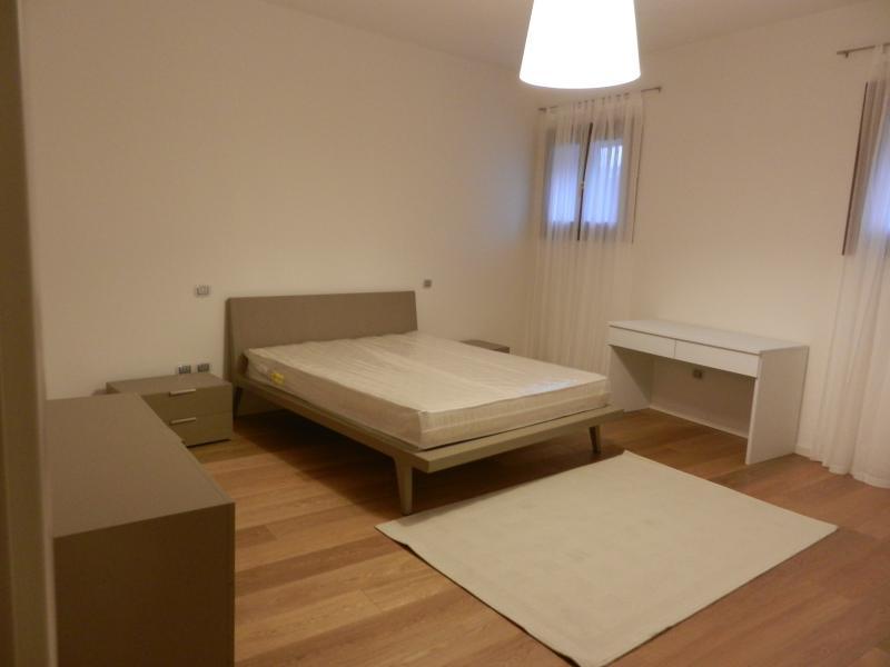 L'ampia camera da letto con spazio per letto aggiunto. The big bedroom with room for an added s