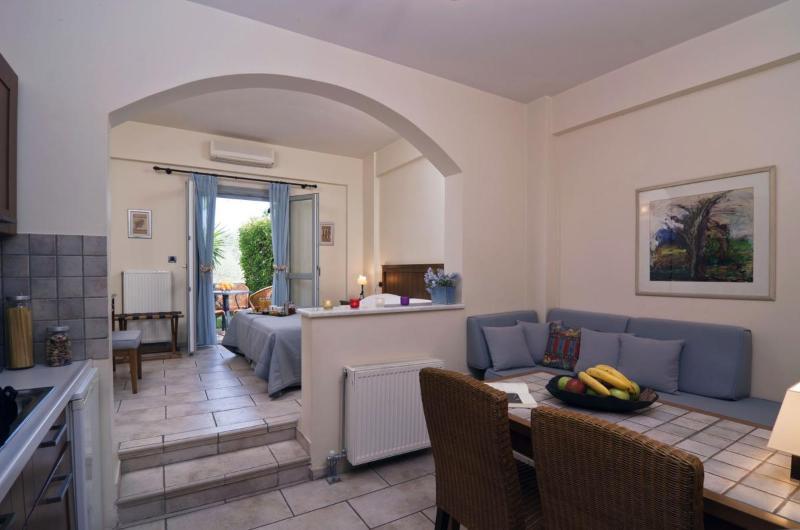 Harmony Hotel Apartments IRIS for 2-3 Persons, aluguéis de temporada em Rododafni