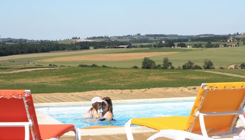 piscine panoramique sur les vallons du Gers