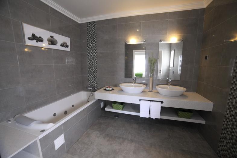 TWIN BED BATHROOM