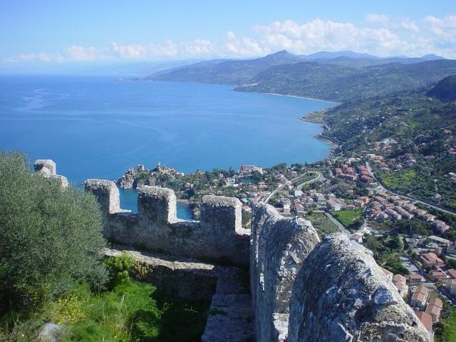 costa nord della Sicilia vista dalla rupe di Cefalù