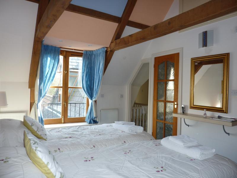 Grand appartement chambre twin ou double avec salle de bains