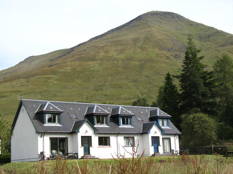 Stob Binnein Cottage with the Munro Ben More in the background