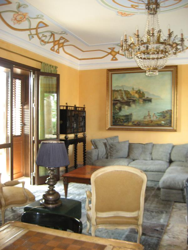 lounge and frescoed ceilings