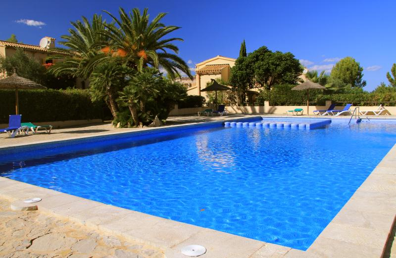 Breathtaking views from backgarden and adjacent 20m pool