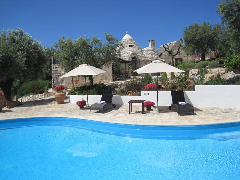 Fantastic trullo immersed in the countryside just 2.5 km from Alberobello