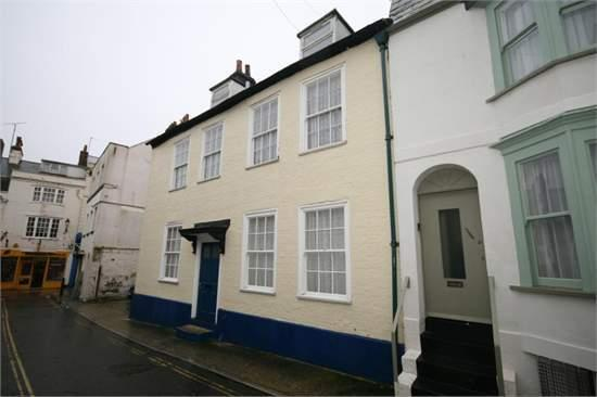 Admiralty House, Weymouth grade 2 listed, is situated 100 meters from the beach and old harbour.