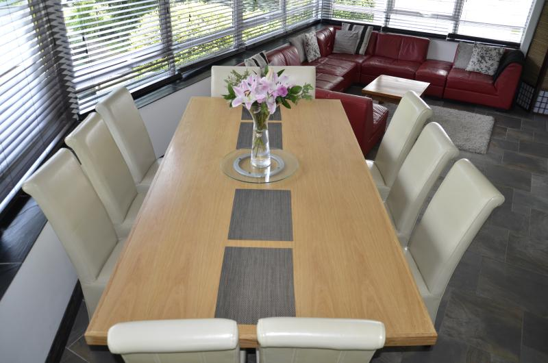 Large Oak dining table perfect for lazy breakfasts and fun, entertaining dinner parties.