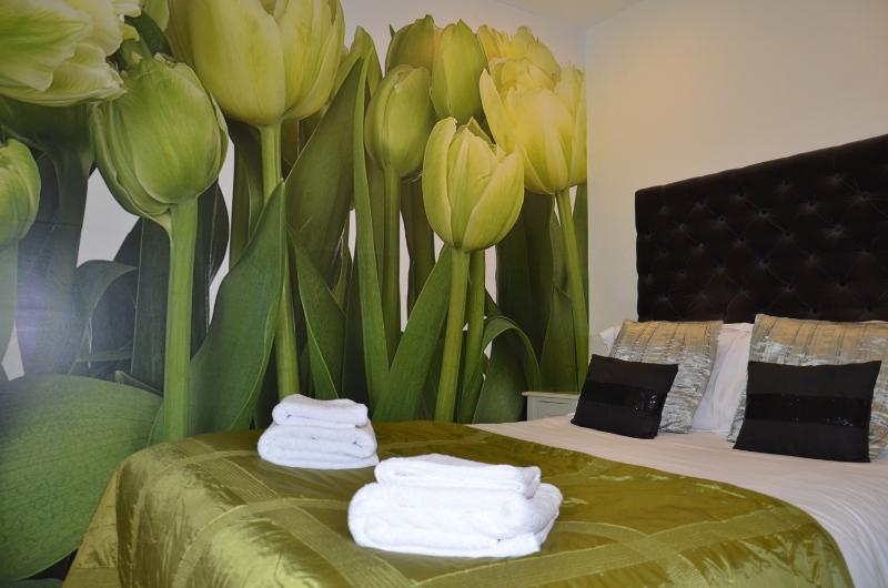 or Room 2 - Double with en-suite (shower)
