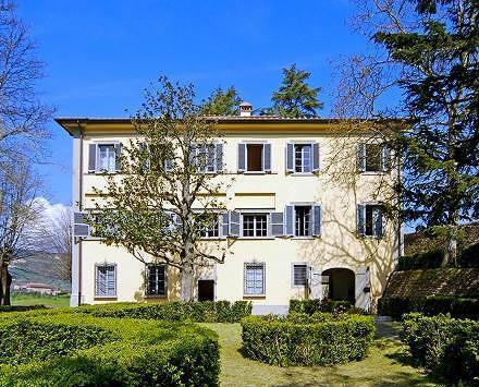 Masotti, Tuscan 18th century villa with pool. Up to 16 persons in 7 bedrooms!, casa vacanza a Pistoia