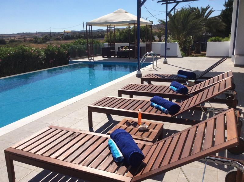 WHITEBLUEVILLA, holiday rental in Lachania