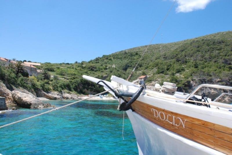 Dolin in a bay