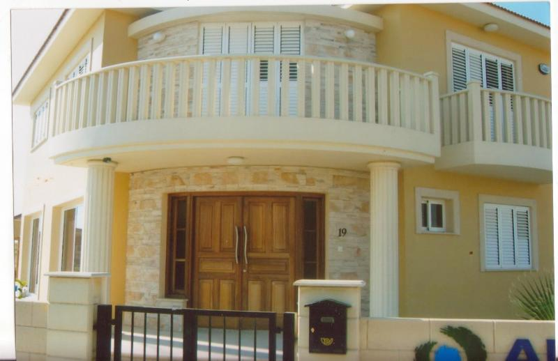 Neffeli Beach Garden Villa Dhekelia road cyprus, holiday rental in Dhekelia