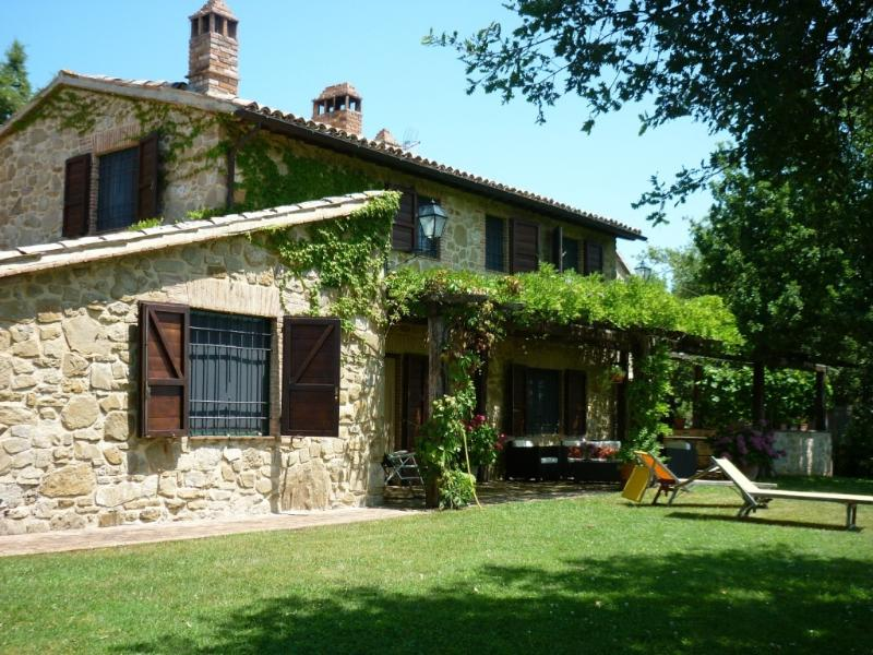 LA CERQUA farmhouse with pool, vacation rental in Grutti