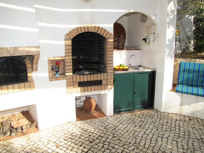 Villa do Vale BBQ area
