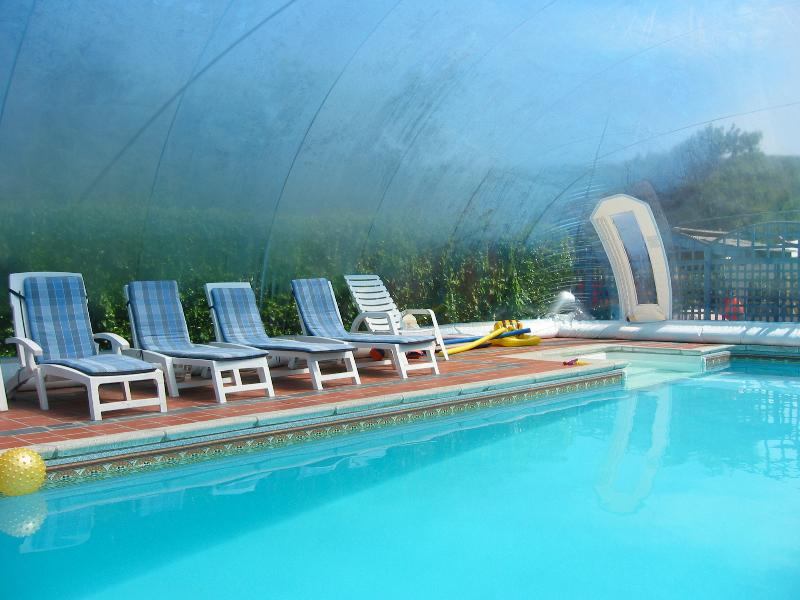 The Blue Bubble~Our unique air dome covered htd Swimming Pool ~ Enjoy a swim whatever the weather