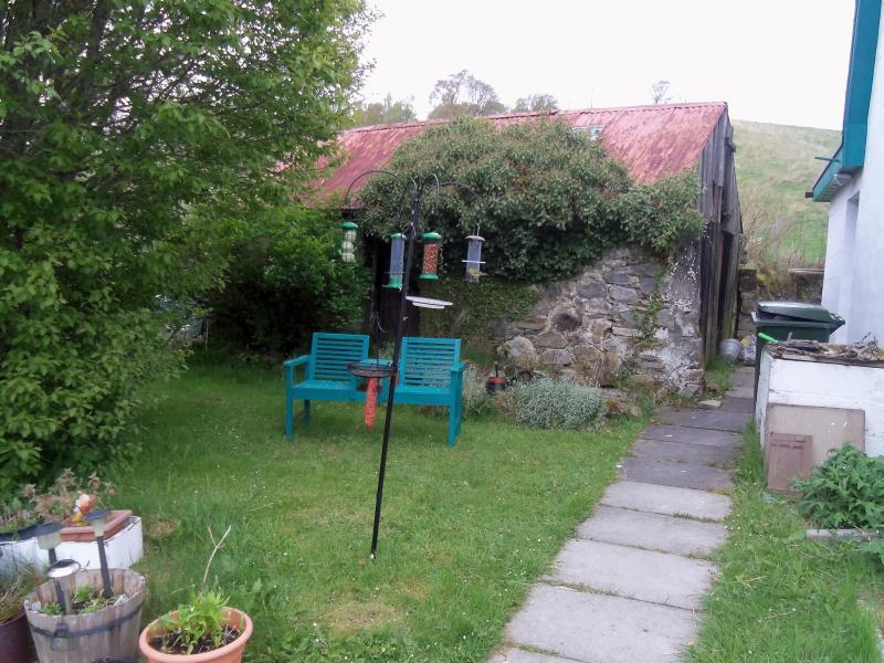 mangiatoia per uccelli a Holly Cottage luogo ideale per rilassarsi e guardare la visita uccelli e cervi