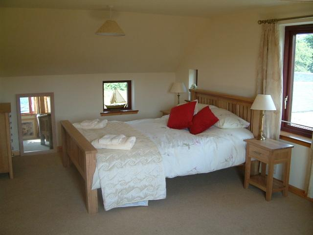 Kingsize bedroom with views to the sea