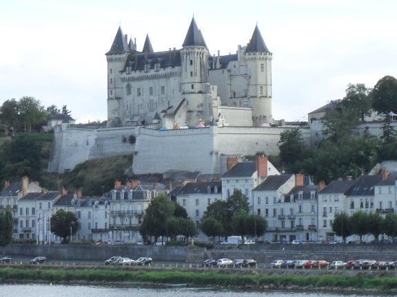 Saumur Chateau con vistas al río Loira. Uno de muchos para visitar.