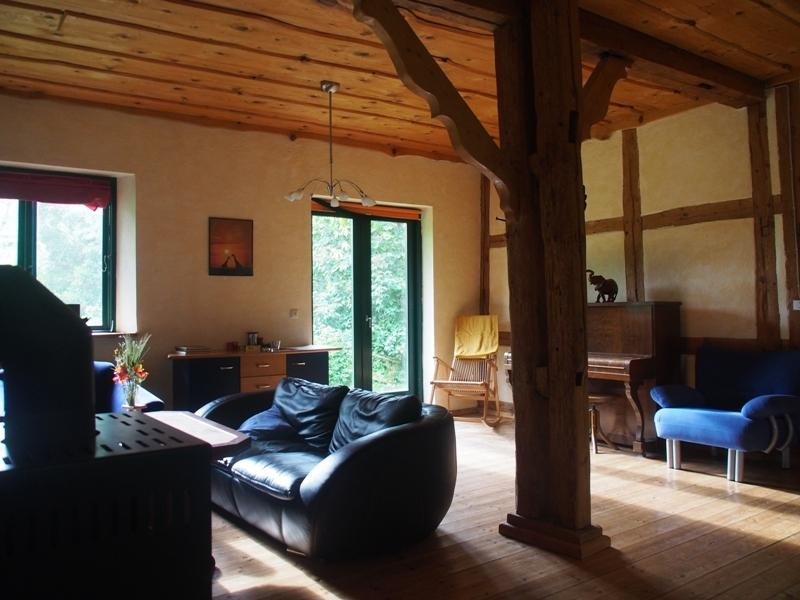 Lovingly built former stables invites you to relax. 49 sqm living room, fireplace, piano