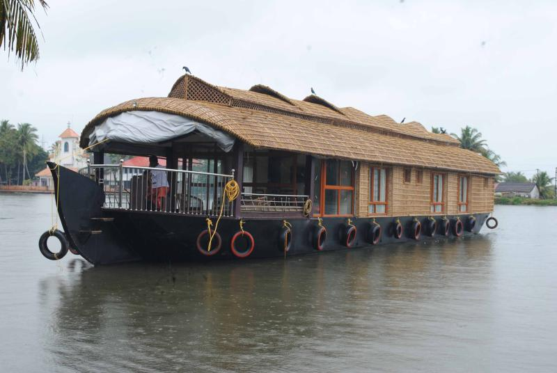 Sreekrishna's 3bedroom private houseboat with all meals, vacation rental in Kottayam