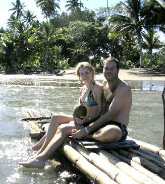 Una balsa de bambú & coco, tranquilo estilo de Fiji