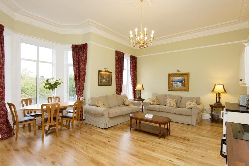 Beautiful spacious and bright.  Living area with bay window and dining area for 6 people