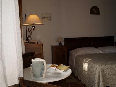 la camera 'Cantina al Sole' con volte a mattoncini e pietre di fiume