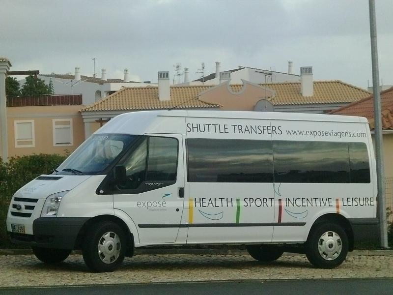 On trouve vos transferts aéroport de Faro dans cette navette deluxe * (min 7 nuits pour 4 de réservations)
