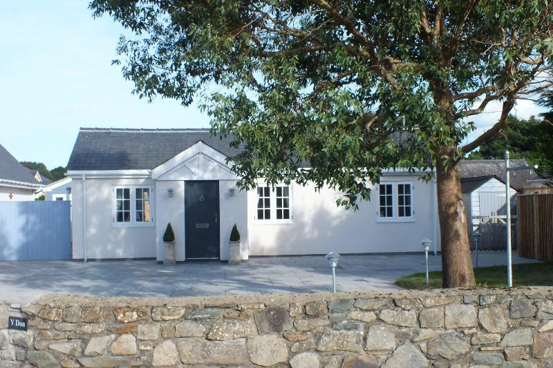 Y Don beautiful Beach Cottage, vacation rental in Porthmadog