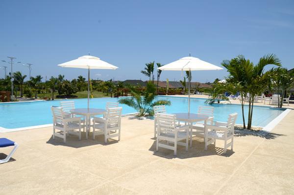 Luxury Vacation Home with  Free WIFI, location de vacances à Baie de Sainte-Anne