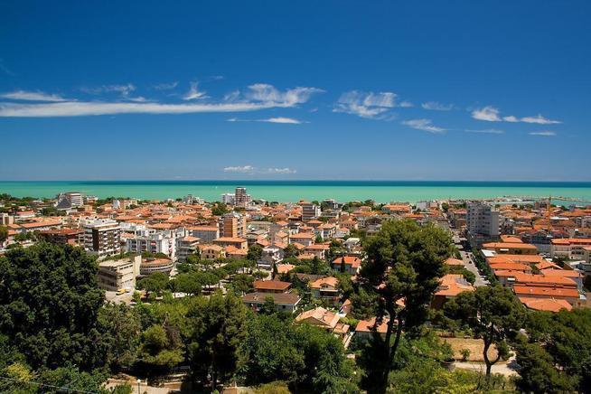 Giulianova dove sono presenti tutti i servizi di un centro abitato di medie dimensioni..