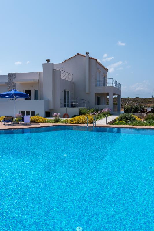 closeup of house & pool