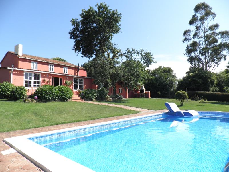 Casa de Piñeiro. Private pool. Jacuzzi (optional), holiday rental in Santiago de Compostela