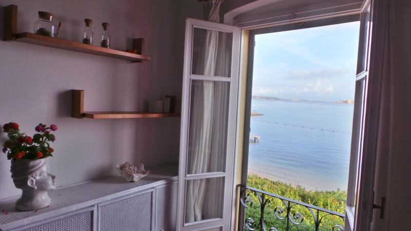 a 10 metri dal mare vista magnifica, aluguéis de temporada em Palau