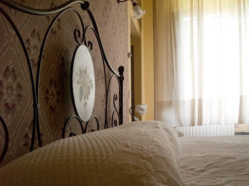 'Camera del Senatore' camera tripla con bagno al primo piano, location de vacances à La Gabella