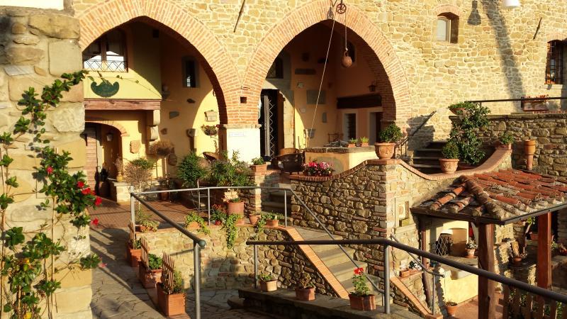 Dreamful rooms or apartments in the heart of Tuscany, location de vacances à Castiglion Fiorentino